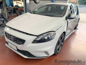 volvo-v40-d2-r-design-incidentata-usato-2045
