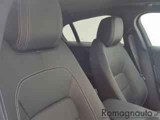 jaguar-xe-2-0-d-180-cv-aut-r-dynamic-s-full-led-pelle-navi-cerchi-19-garanzia-jaguar-24-mesi-usato-2657