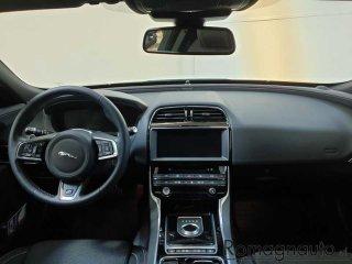 jaguar-xe-2-0-d-180-cv-awd-aut-r-sport-usato-1810